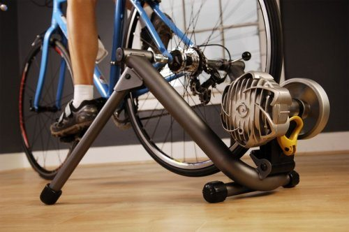 cycleops trainer and blue bicycle demonstration
